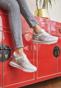 Liu Jo Jeans - Trainers - white/silver - 4