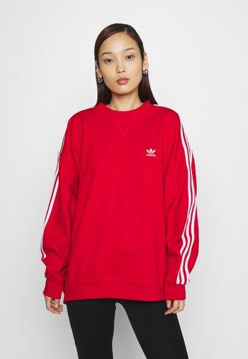 OS ADICOLOR ORIGINALS RELAXED PULLOVER - Sweatshirt - scarlet