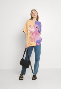 BDG Urban Outfitters - SPLICED TIE DYE DAD TEE - Print T-shirt - pink - 1