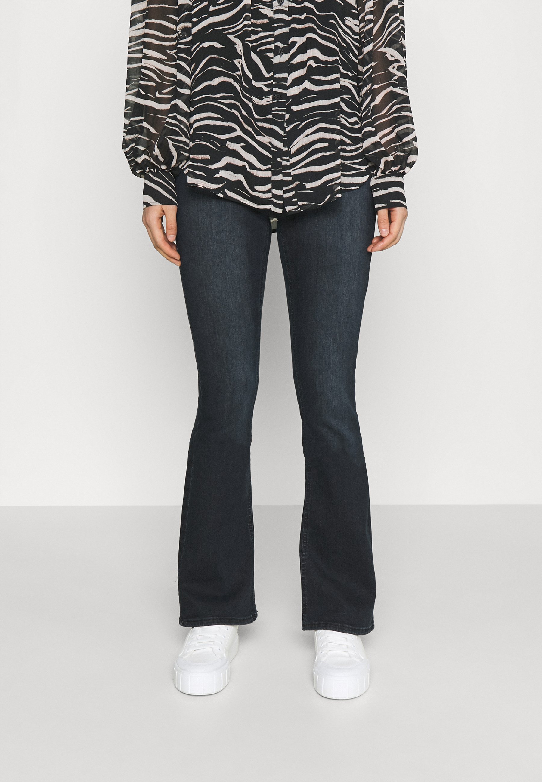 Femme ONLBLUSH LIFE  CLEAN BFLARED - Jean flare