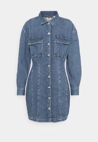 BRAELYN UTILITY DRESS - Denimové šaty - blue denim