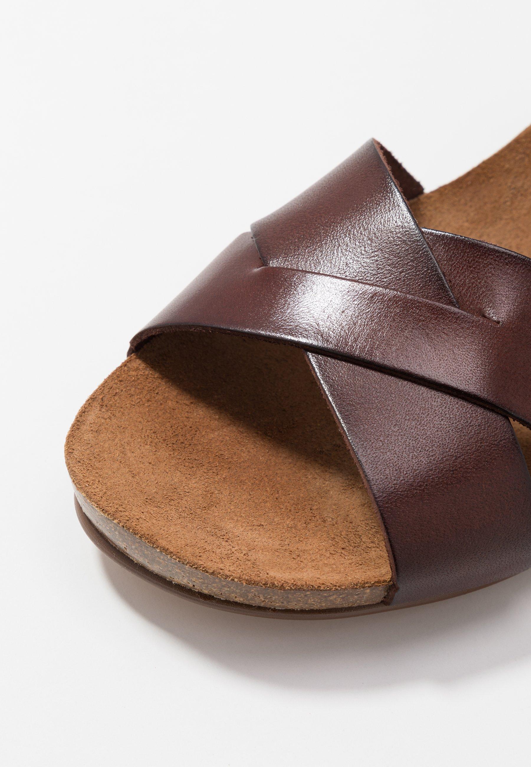 SKYLER Sandaletter med kilklack brown