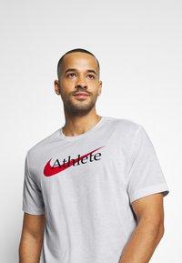 Nike Performance - TEE ATHLETE - Camiseta estampada - white/university red - 3