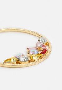 Pieces - PCMAGGA HOOP EARRINGS - Earrings - gold-coloured/multi - 2