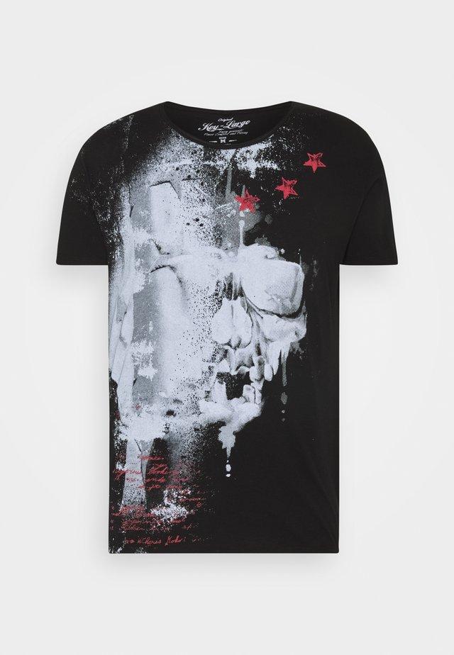 REPORT - T-shirts med print - black