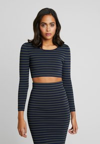 Good American - LONG SLEEVE STRIPE CROP - Topper langermet - dark blue - 0
