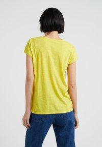 DRYKORN - AVIVI - Basic T-shirt - gelb - 2