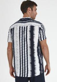 Tailored Originals - Camisa - milky white - 2