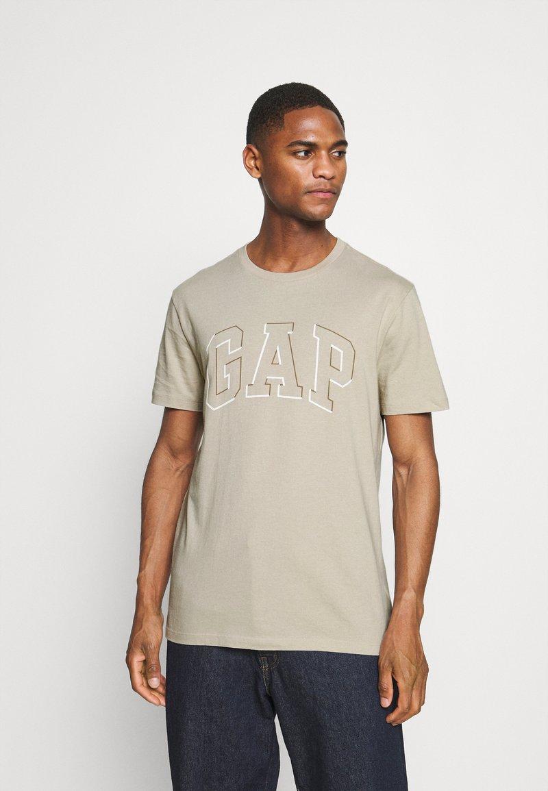 GAP - RAISED ARCH - Print T-shirt - oat beige