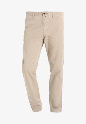 VERNIK - Chino kalhoty - soybean