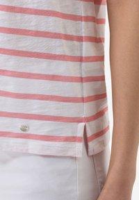 BRAX - STYLE CIRA - Print T-shirt - white - 4