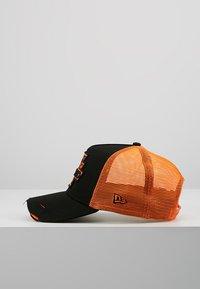 New Era - DISTRESSED TRUCKER PACK - Cap - black - 3