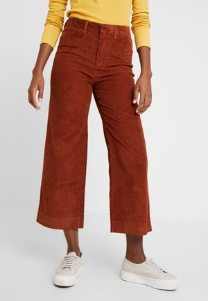 HIGH RISE CROPPED - Trousers - henna brown