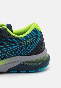 ASICS - GEL-CUMULUS 22 UNISEX - Neutral running shoes - french blue/hazard green - 5