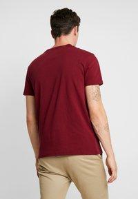 Tommy Jeans - BADGE TEE - Basic T-shirt - burgundy - 2
