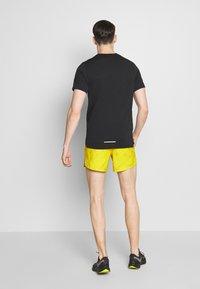 "Nike Performance - M NK FLX STRIDE SHORT 5"" TRAIL - Pantalón corto de deporte - speed yellow/black - 2"