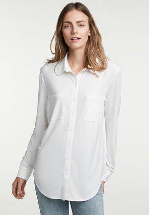 MIT BRUSTTASCHEN - Button-down blouse - cloud dancer