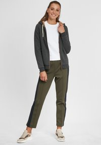 Oxmo - VICKY PILE - Zip-up hoodie - dar grey m - 1