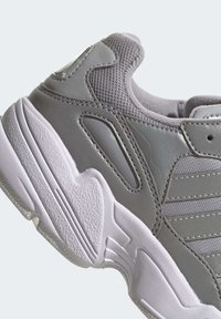 adidas Originals - YUNG-96 SHOES - Trainers - gray - 7