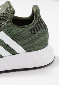 adidas Originals - SWIFT RUN - Sneakers - base green/footwear white/core black