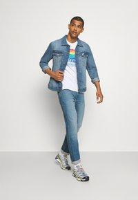 Wrangler - GREENSBORO - Straight leg jeans - hemp town - 1