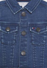 Tommy Hilfiger - BABY FLAG JACKET - Džínová bunda - denim - 2