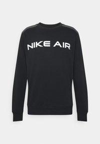 black/dk smoke grey/white