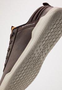 Caterpillar - HEX - Sneakers basse - coffee bean - 5