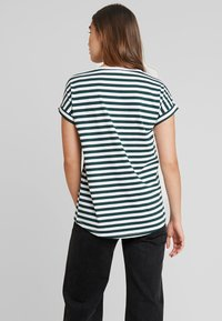 Vila - VIDREAMERS PURE  - Print T-shirt - pine grove/optical snow - 2