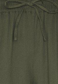 Vero Moda - VMASTIMILO ANKLE PANTS - Kalhoty - kalamata - 5