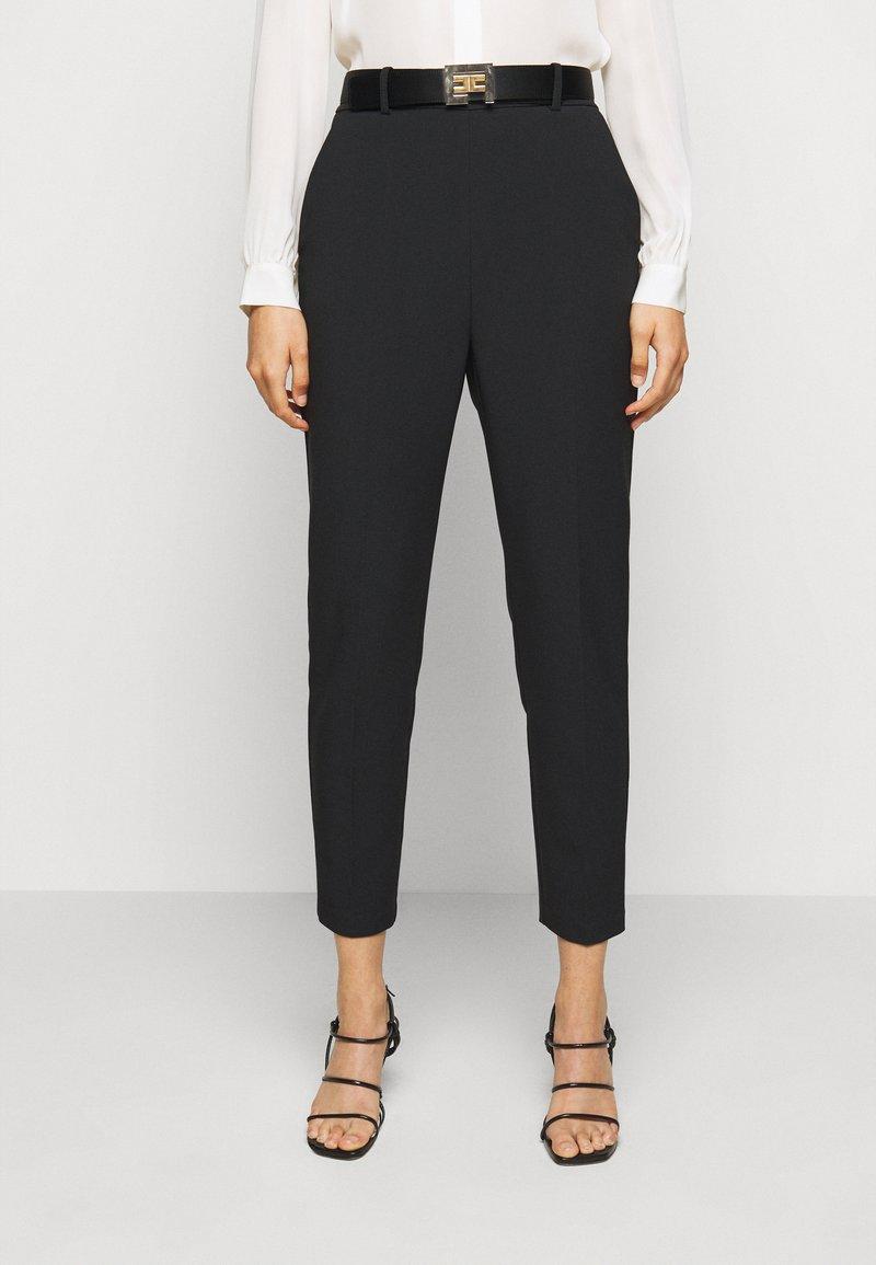 Elisabetta Franchi - PANTS WITH BELT - Kalhoty - black