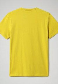 Napapijri - SALLAR - Print T-shirt - yellow moss - 4