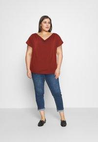 Anna Field Curvy - Print T-shirt - dark red - 1