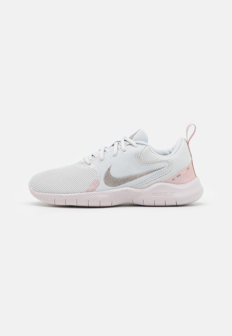 Nike Performance - FLEX EXPERIENCE - Nøytrale løpesko - photon dust/metallic pewter/pink oxford/light soft pink