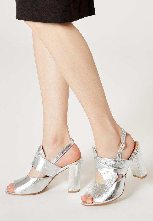 Sandały na obcasie - silber