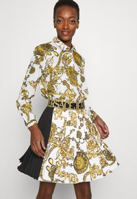 Versace Jeans Couture - SKIRT - A-line skirt - white/gold - 6