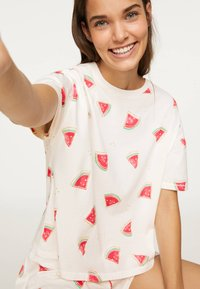 OYSHO - WATERMELON SHORT-SLEEVED T-SHIRT 30259786 - Pyjama top - white - 3