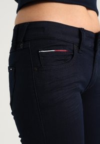 Tommy Jeans - LOW RISE SKINNY SOPHIE  - Jeans Skinny Fit - boogie blue stretch - 4