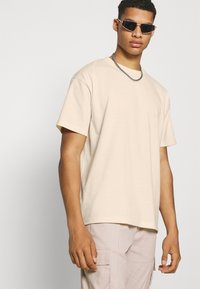 The Couture Club - OVERSIZED - Print T-shirt - ecru - 3
