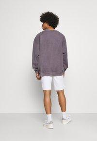 Only & Sons - ONSPLY LIFE  - Denim shorts - white denim - 2
