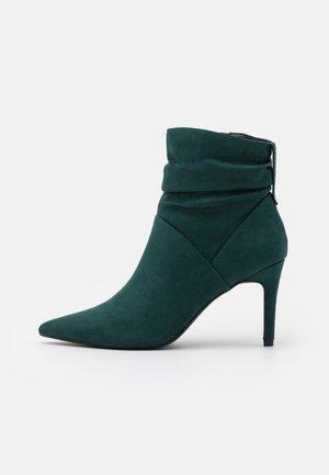 Kotníková obuv na vysokém podpatku - green