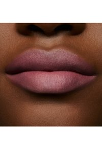 MAC - POWDER KISS LIQUID LIPCOLOUR - Liquid lipstick - more the mehr-ier - 4