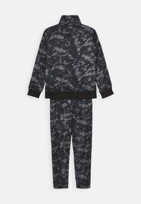 Nike Sportswear - CAMO TRICOT SET - Trainingspak - black - 1