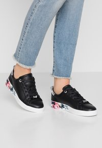 Ted Baker - ROULLY - Trainers - raspberry/black - 0