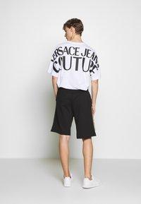 Versace Jeans Couture - LOGO - Teplákové kalhoty - black/gold - 2