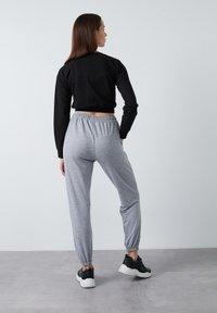 LELA - Tracksuit bottoms - grey - 2