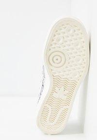 adidas Originals - NIZZA RF PLATFORM  - Baskets basses - offwhite/easy blue/collegiate navy - 8