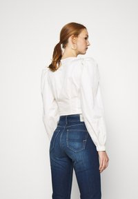Who What Wear - CROPPED LONG SLEEVE - Blouse - powder - 2