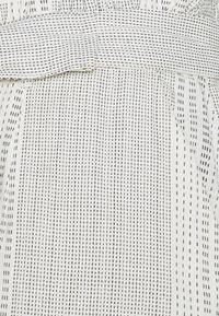 Vero Moda Tall - VMDICTHE TIE SHORTS  - Shorts - birch - 3