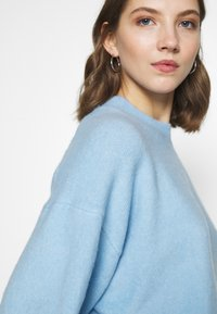 Weekday - AGGIE  - Sweter - light blue - 3